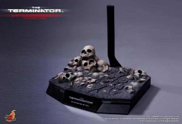 the-terminator-hot-toys-stand