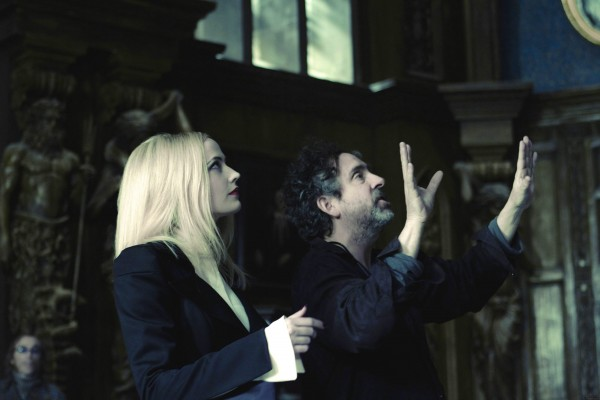 tim-burton-dark-shadows-movie-image