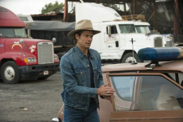 timothy olyphant justified hole in the wall