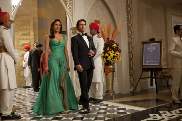 tom-cruise-paula-patton-mission-impossible-ghost-protocol-movie-image