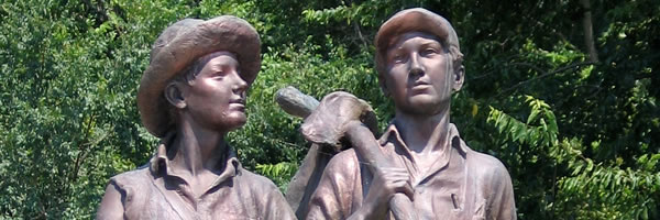 tom-sawyer-huckleberry-finn-statue-slice