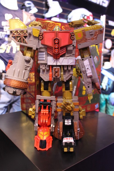 transformers-images-toy-fair (11)