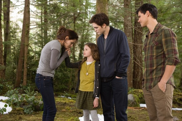 twilight-breaking-dawn-2-movie-image-stewart-foy-pattinson-lautner