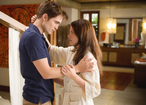 twilight-breaking-dawn-robert-pattinson-kristen-stewart-image-05