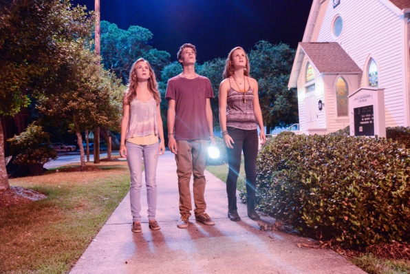 under the dome curtains britt robertson colin ford mackenzie lintz