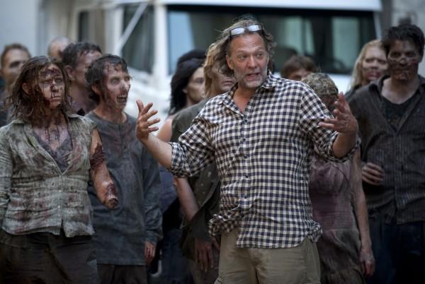 walking-dead-season-2-behind-the-scenes-zombies