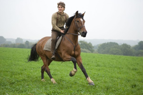 war-horse-movie-image-jeremy-irvine-09