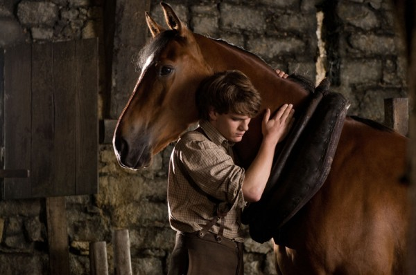 war-horse-movie-image-jeremy-irvine-10