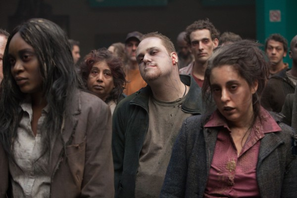 warm-bodies-set-visit-finished-zombie