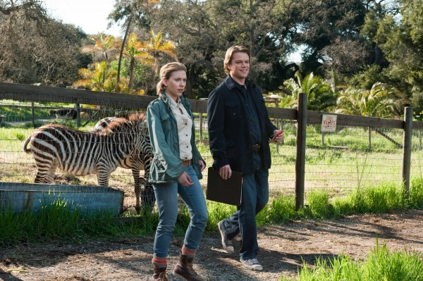 we-bought-a-zoo-movie-image-scarlett-johansson-matt-damon-01