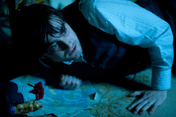 woman-in-black-movie-image-daniel-radcliffe-02