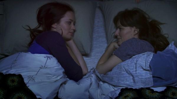 your-sisters-sister-movie-image-emily-blunt-rosemarie-dewitt-01